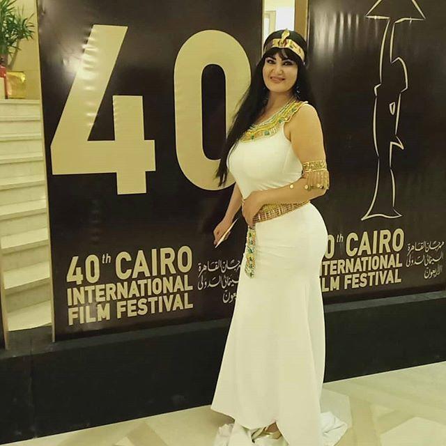 الصور الأولى لإطلالات النجوم على السجادة الحمراء لمهرجان القاهرة السينمائي