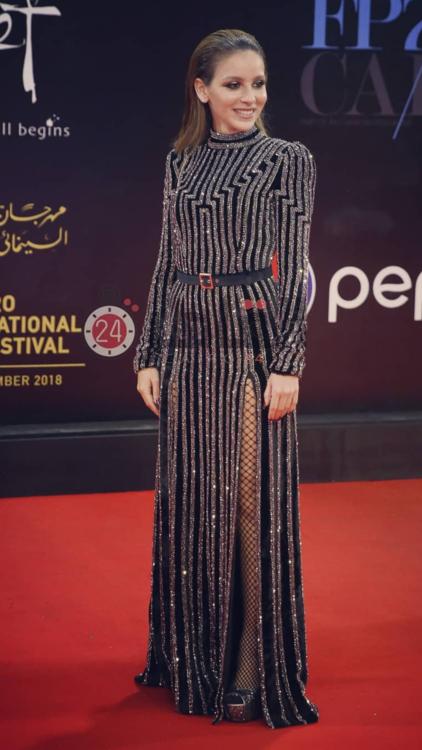 أبرز إطلالات النجمات التي شهدتها الليلة الافتتاحية لمهرجان القاهرة السينمائي