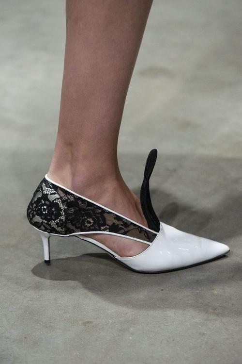 100 من أبرز الأحذية التي شهدتها عروض أزياء ربيع 2019