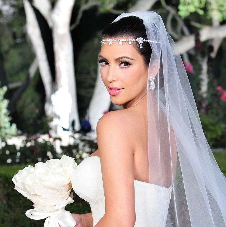 كيم كاردشيان تستعد لإطلاق مجموعة من مستحضرات التجميل الخاصة بالعرائس