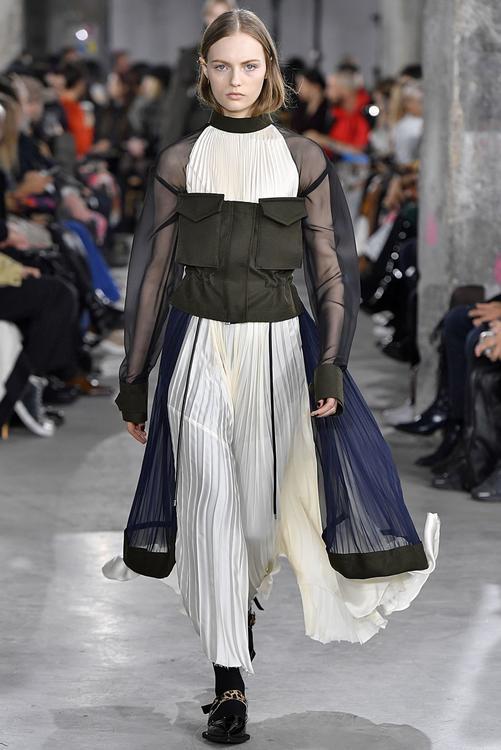 أبرز التصاميم التي شهدها أسبوع الموضة في باريس