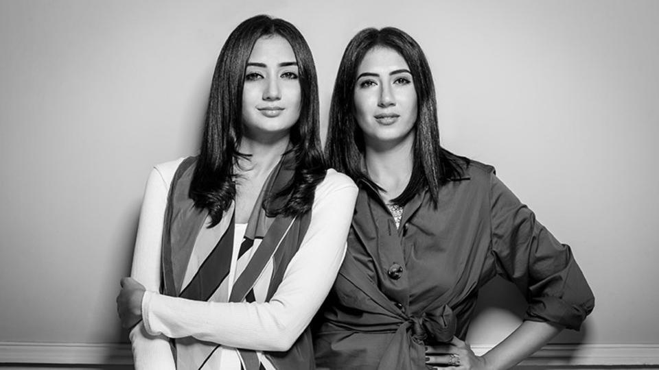 """مصممتا علامة """"أختين"""" المصرية تتصدران لائحة فوربس لأفضل 30 شخصية تحت الـ30.."""