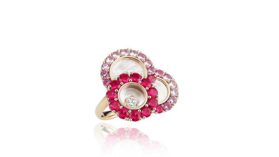 17 قطعة مجوهرات تليق بالأم في عيدها