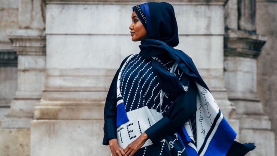 حليمة آيدن تدخل عالم تصميم الأزياء من خلال مجموعة مبتكرة من أغطية الرأس