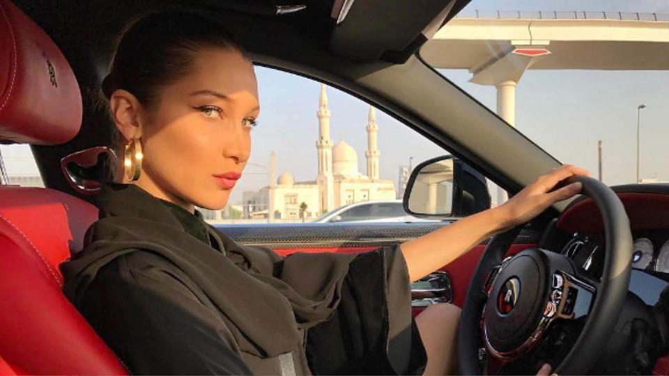 بيلا حديد تعتذر  باللغة العربية عن الإساءة التي وجهتها لكل من السعودية والإمارات