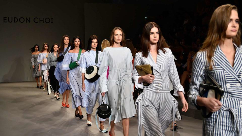 أسبوع الموضة الأول الذي يتيح لك التسوق الفوري من منصات العرض في طريقه إليك
