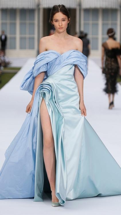 إطلالات ساحرة من مجموعة رالف وروسو للأزياء الراقية لموسم خريف وشتاء 2019