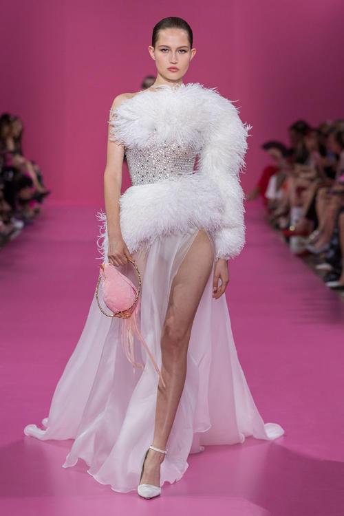 أرايا هارجيت تختتم عرض الأزياء الراقية لجورج حبيقة لخريف وشتاء 2019