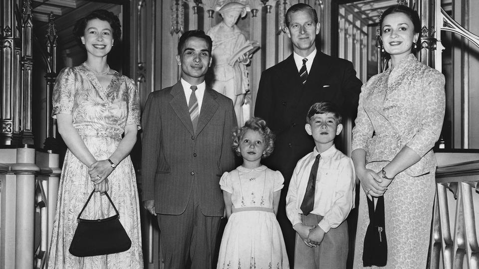 37 صورة من الأرشيف لأفراد العائلات الحاكمة العربية