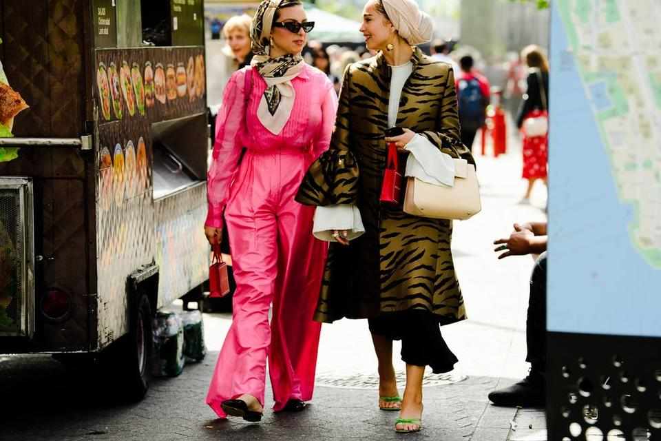 من أزياء الشارع الملفتة خلال أسبوع نيويورك للموضة