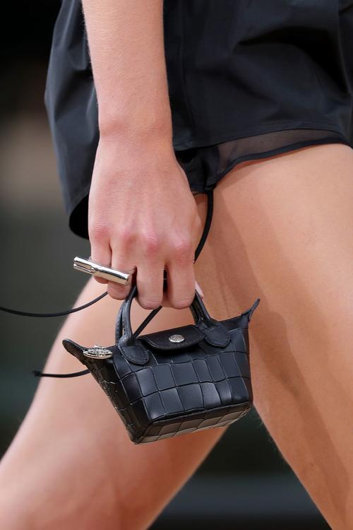 تصاميم حقائب ملفتة من عروض أزياء أسبوع نيويورك للموضة 2010