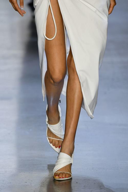 أجمل تصاميم الأحذية من مدرجات عروض أزياء أسبوع نيويورك للموضة 2020