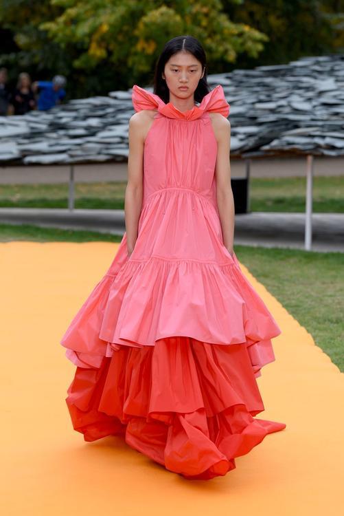 أفضل إطلالات عروض أزياء أسبوع لندن للموضة