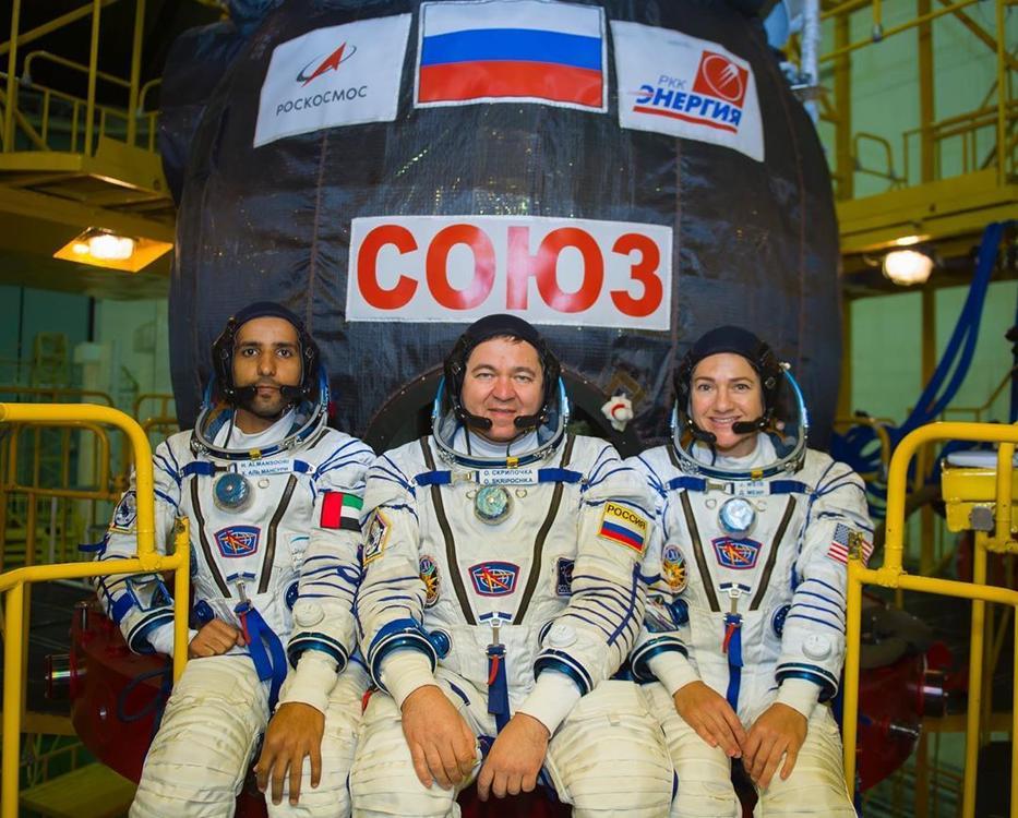 هزاع المنصوري بعد ساعات قليلة يحلق براية الإمارات نحو الفضاء