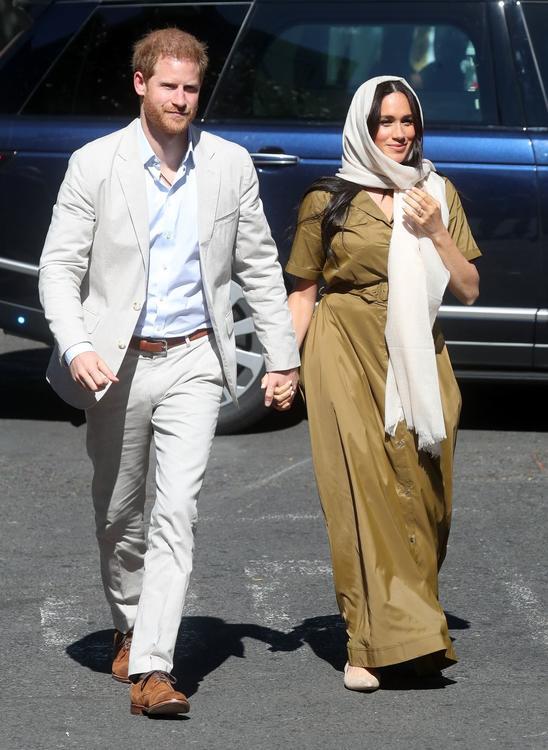 ميغان ماركل ترتدي الحجاب وتزور مسجداً في إفريقيا