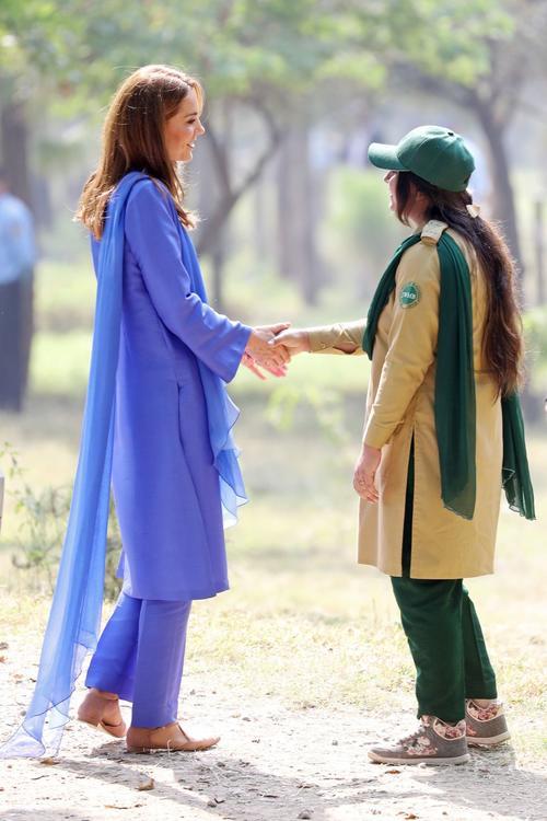 كيت ميدلتون تتألق في الزي الباكستاني التقليدي