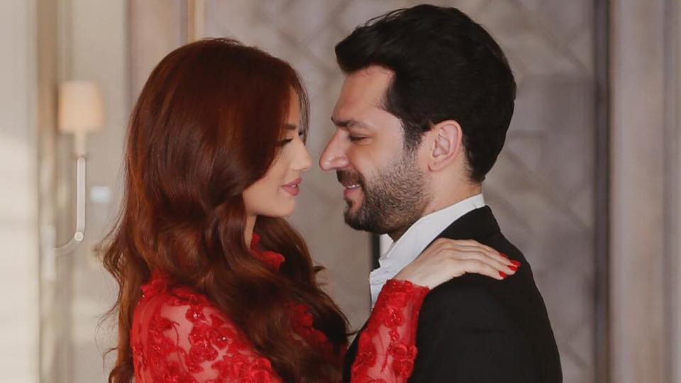 مراد يلدريم يحتفل بعيد ميلاد زوجته المغربية في لندن