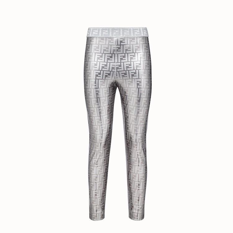 خيارات بازار لإطلالة تعكس جمال اللون الفضي
