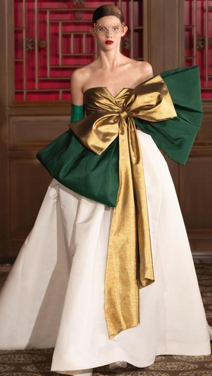 دار فالنتينو للأزياء الراقية ترسم سماء العاصمة الصينية لوحة ساحرةً