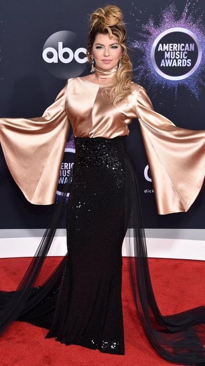 ألبوم صور: النجوم يتألقون خلال حفل توزيع جوائز الموسيقى الأمريكية