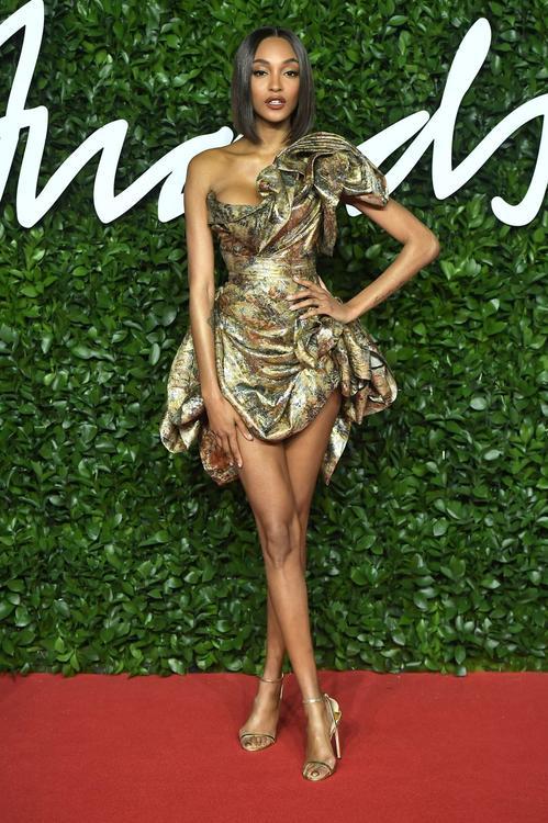 ألبوم صور : أجمل إطلالات النجمات في حفل جوائز الأزياء البريطانية 2019