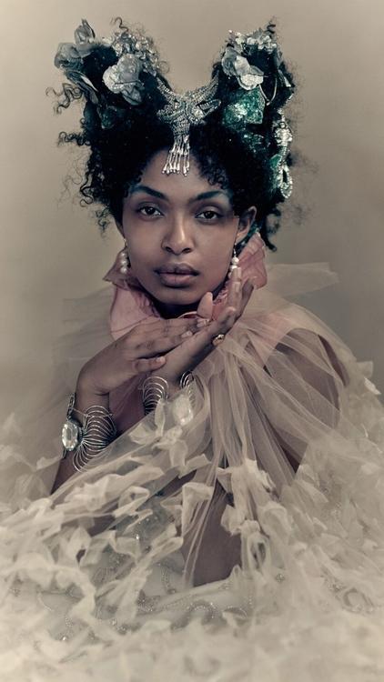ألبوم صور: نجمة هاربرز بازار السابقة يارا شهيدي وغيرها في مجموعة الصور الشهيرة هذه