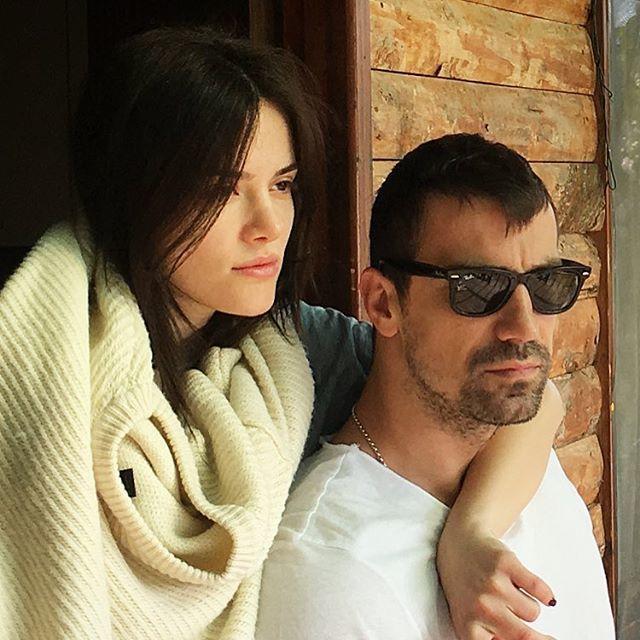 الممثل التركي إبراهيم تشيليكول ينشر الصور الأولى لمولوده.. فهل ورث وسامته؟