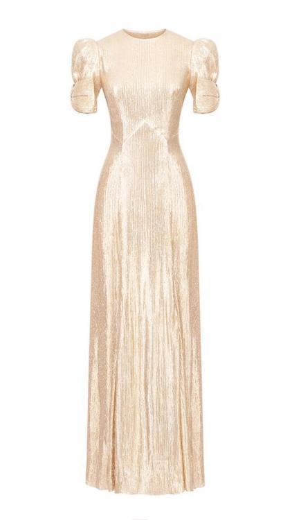 الفساتين البرّاقة لتألق غير محدود في موسم الأعياد