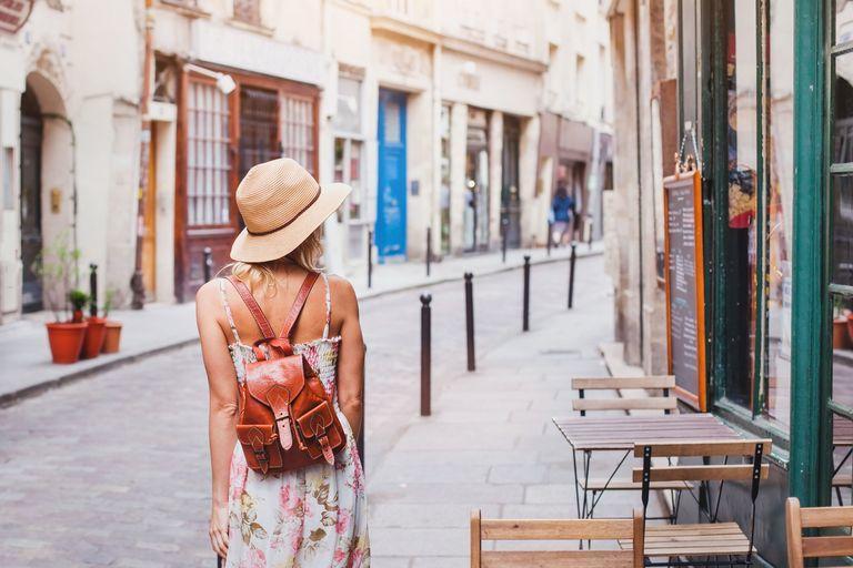 لماذا تحتاجين إلى السفر بمفردك في عام 2020