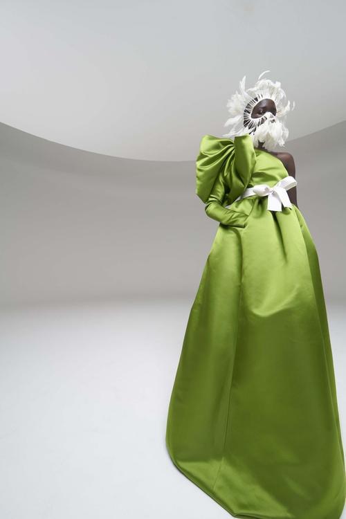 ألبوم صور: أجمل الإطلالات من عروض الأزياء الراقية بجزئها الثاني