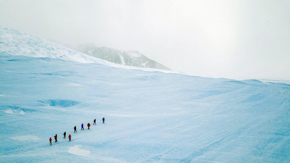 تعرفي على متطوعة دولة الإمارات التي ذهبت في رحلة لقارة إنتاركتيكا لإنقاذ الكوكب