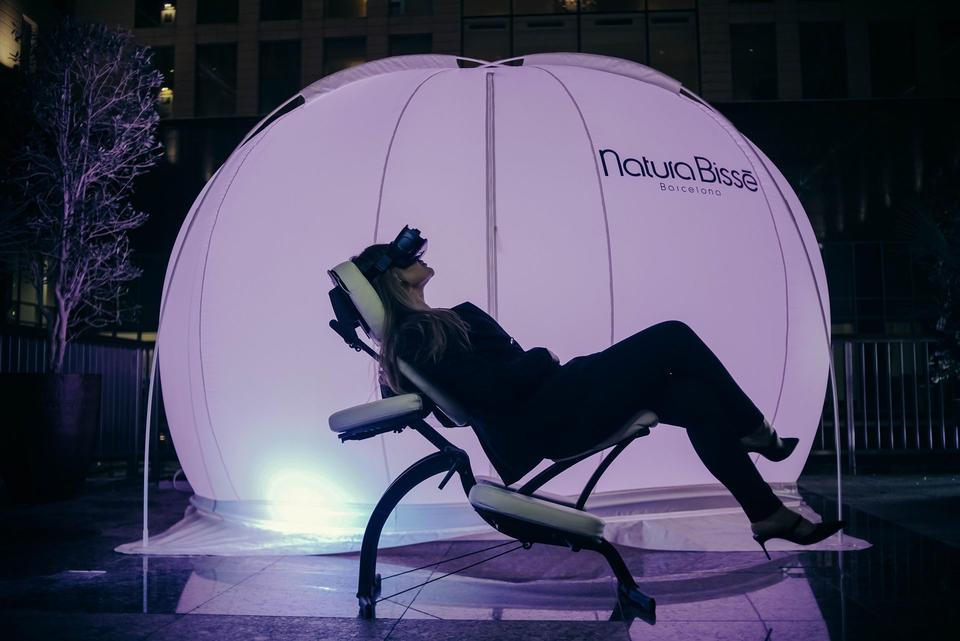 احظي بتجربة فريدة من نوعها مع كرة الهواء النقي في فندق الريتز-كارلتون