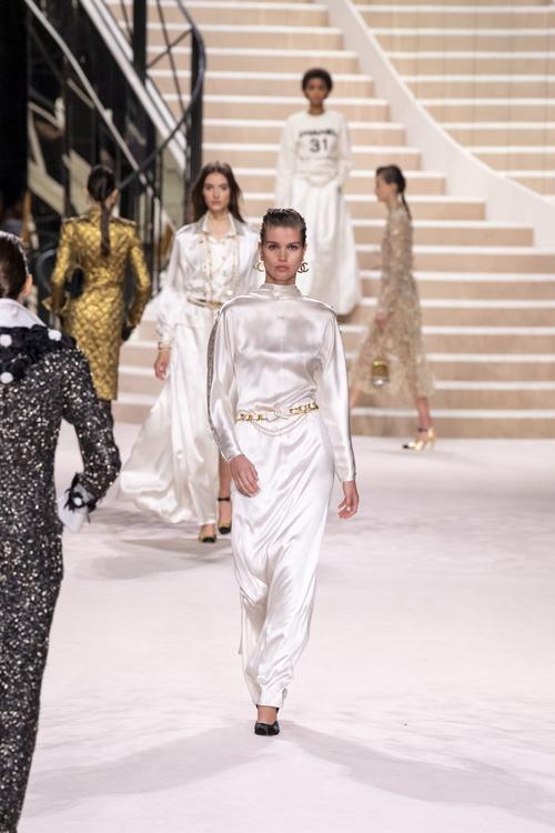 شانيل وبرادا تؤجلان عروض الأزياء القادمة في الصين واليابان