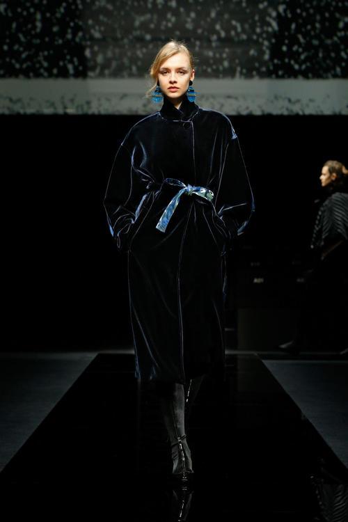 أجمل الإطلالات من عرض أزياء جورجيو أرماني لخريف وشتاء 2020