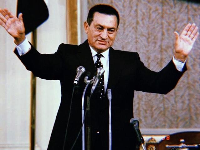النجوم ينعون الرئيس المصري السابق محمد حسني مبارك