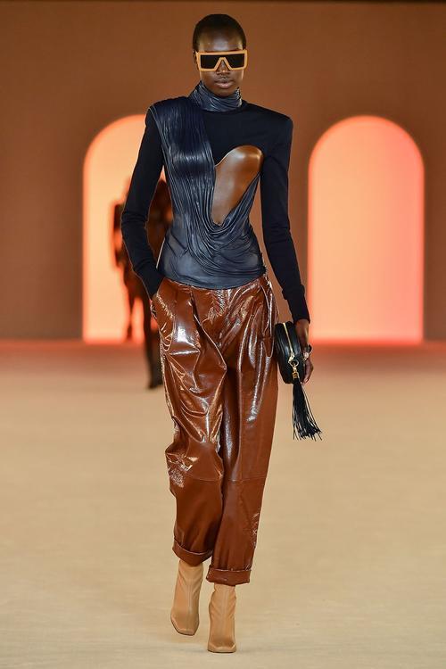 أجمل الإطلالات من عروض أزياء خريف عام 2020