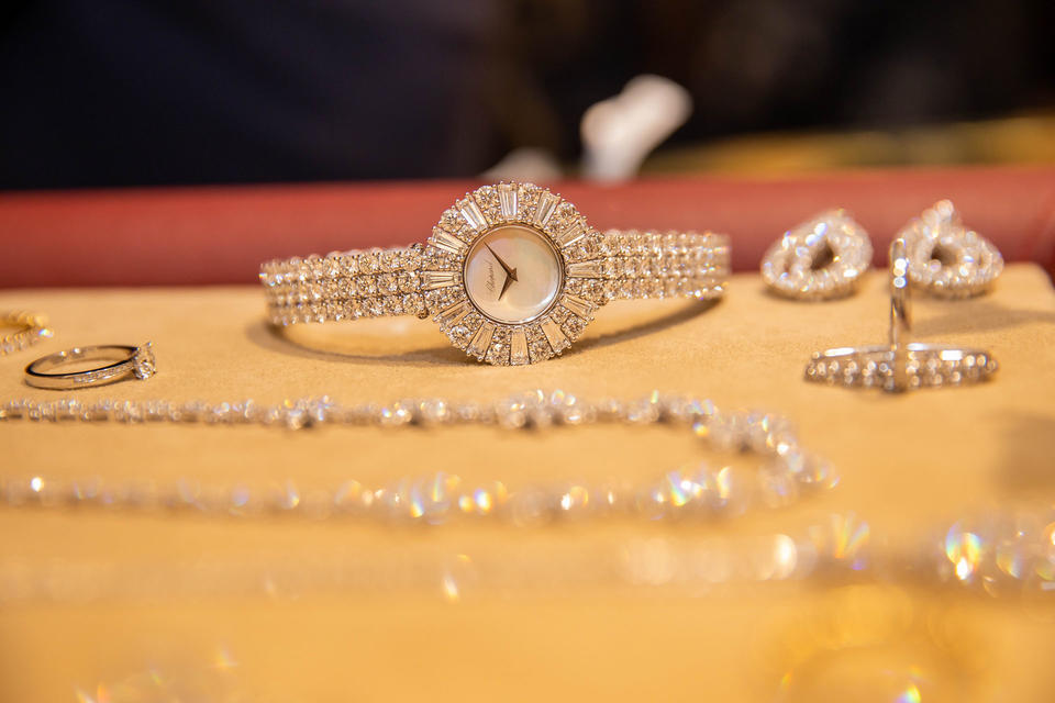 مقتطفات من جلسة تنسيق المجوهرات الحصرية لبازار مع شوبارد