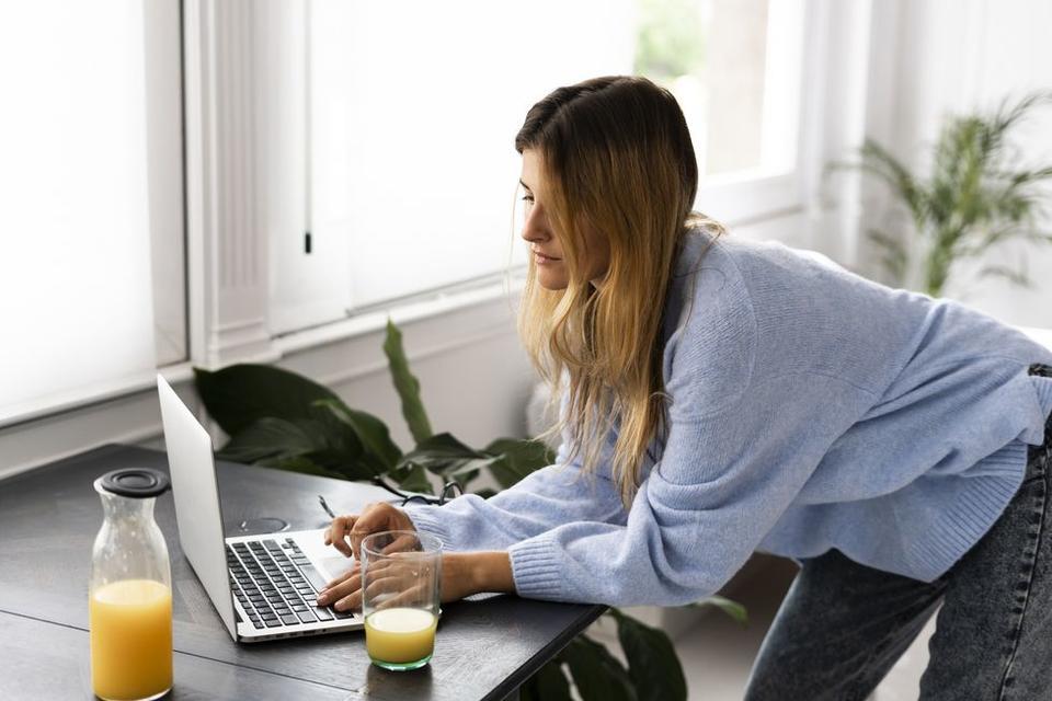 6 من أفضل تمارين التمديد لمستخدمي الكومبيوتر المحمول