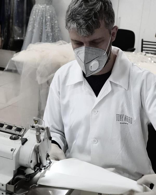 مصممو الأزياء يبادرون لمواجهة كورونا