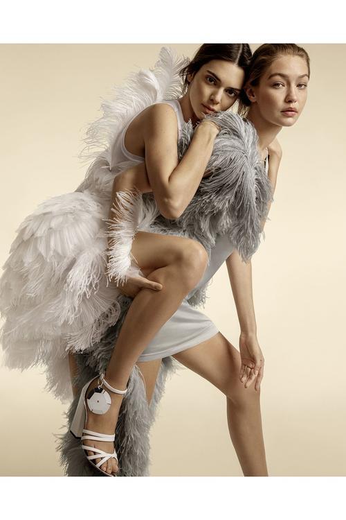 أجمل حملات الأزياء والمجوهرات للموسم الجديد