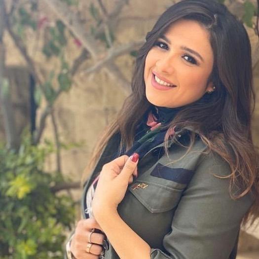 ياسمين عبدالعزيز تتصدر قوائم البحث بسبب شبيهتها!