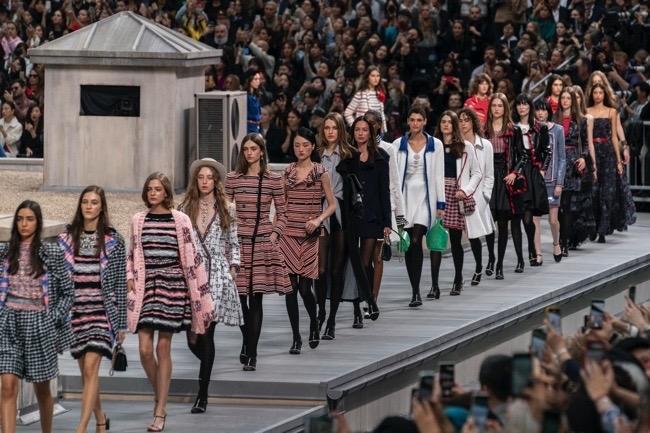الدروس التي يمكن أن تتعلمها صناعة الأزياء من أزمة فيروس كورونا