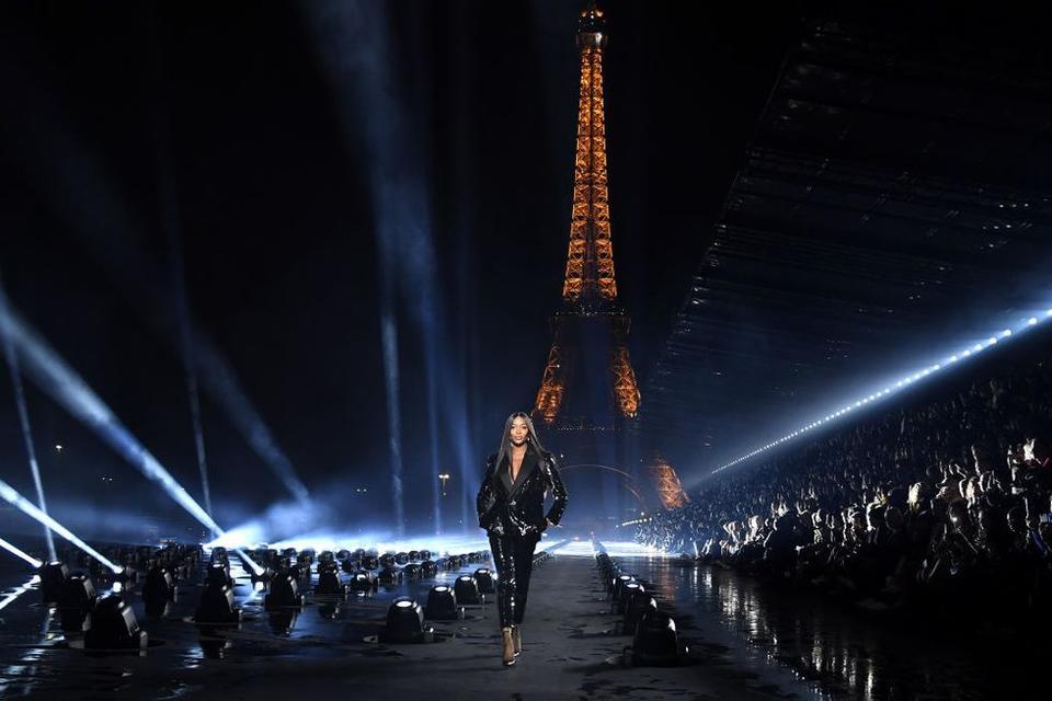 سان لوران رسمياً خارج التقويم الرسمي لأسبوع باريس للموضة