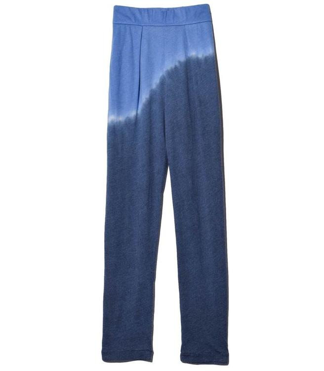 إليك مجموعة من أطقم الملابس الطويلة التي ستتألقين بها دئماً