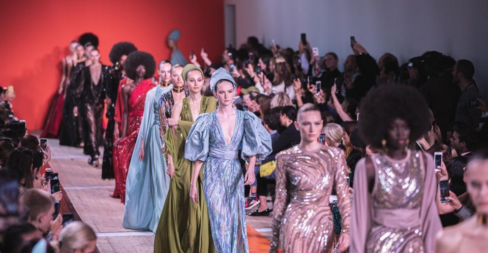 مجموعة إيلي صعب لربيع صيف 2020 : أزياء راقية بنكهة افريقية