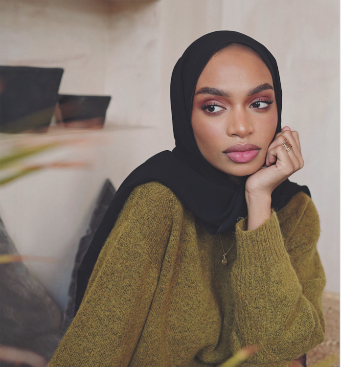 نيا عمرون تشارك بازار روتين الجمال الخاص بها بالكامل