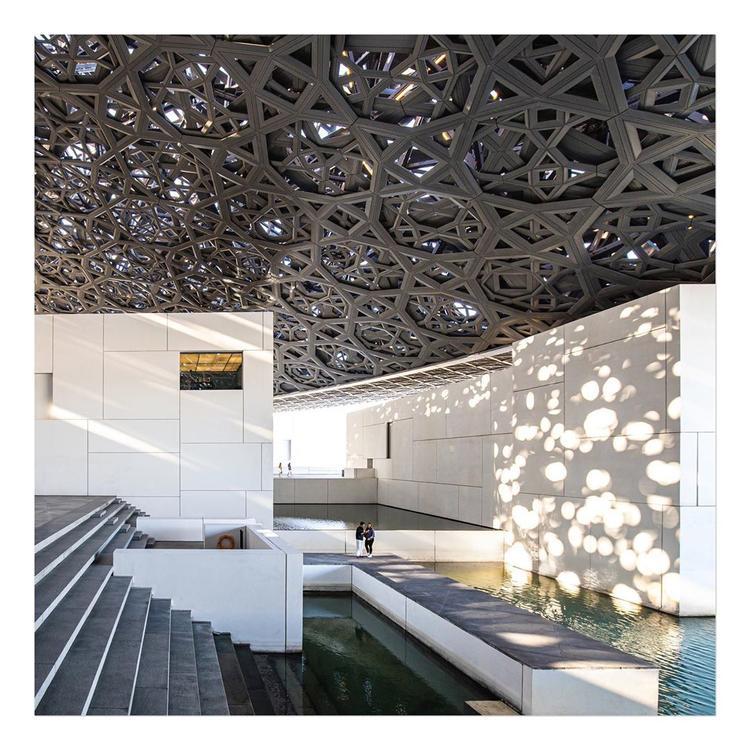 """متحف اللوفر في أبوظبي يأخذنا في جولة سمعية وبصرية مع """" نحن لسنا لوحدنا"""""""