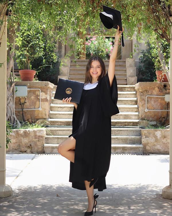 هكذا احتفلت ملكة جمال لبنان مايا رعيدي بتخرجها