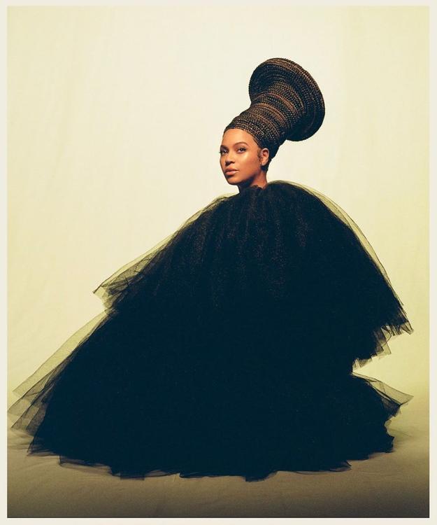 مصمم عربي وإطلالات خلابة... شاهدوا تفاصيل إطلالات بيونسيه في ألبومها الجديد