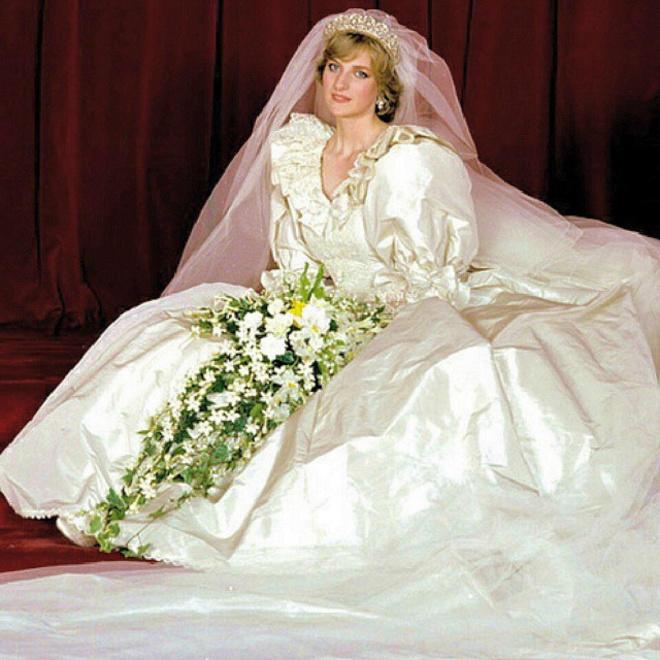 """النظرة الأولى التي لطالما انتظرناها لفستان زفاف الأميرة ديانا في مسلسل """"ذا كراون"""""""